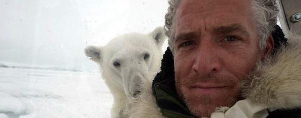 Да снимаш как те атакува полярна мечка (ВИДЕО)