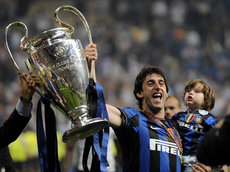 Champions-League-final-Diego-Milito-trophy_2456428