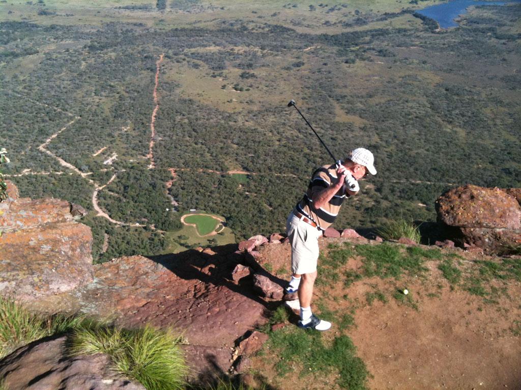 1 млн. долара при успех на най-екстремното голф игрище (ВИДЕО)