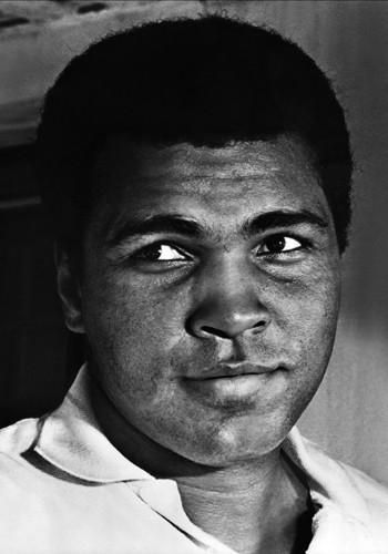 """Сталоун е бил вдъхновен да напише филма след като гледал боксьора Чък Уепнър в 15 рундовия мач с Мохамед Али в Колизеума през март 1975 г. Уепнър губи двубоя, но остава на ринга през всичките 15 рунда. В деветия рунд Уепнър просва на ринга Али с удар в брадата и отива при треньора си, за да му каже: """"Хей, повалих го"""", а Презант му отговаря: """"Да, но сега найстина изглежда бесен..."""". В оставащите рундове Али нанася няколко лицеви травми и чупи носа на родения в Ню Джърси боксьор. Въпреки че Уепнър изостава по точки той прави драматично завръщане, като губи едва в последните минути."""