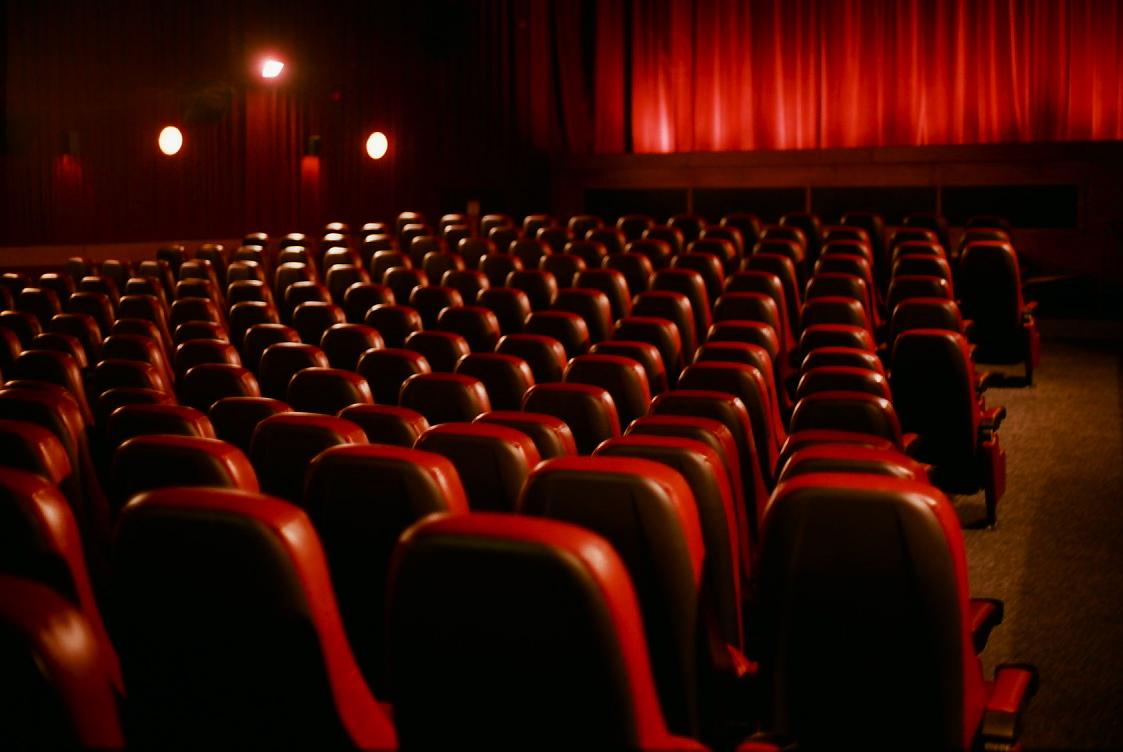 В Манила гледат кино от гондоли