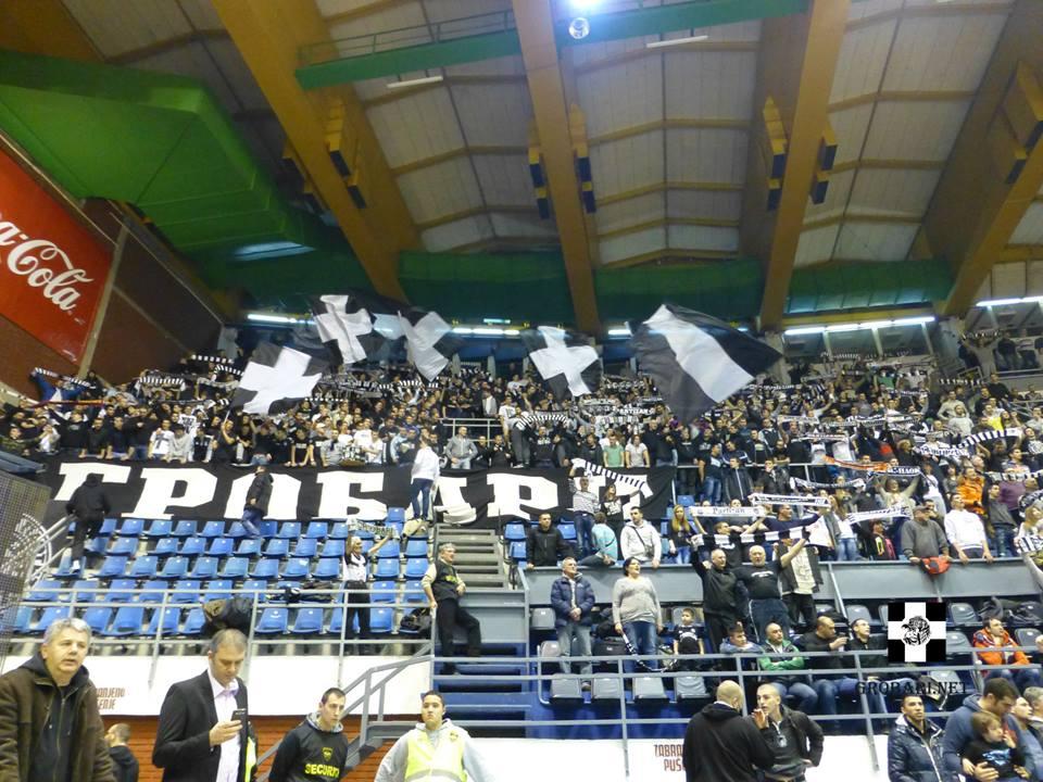 Фенове подкрепят Партизан 30 мин. след загуба (ВИДЕО)
