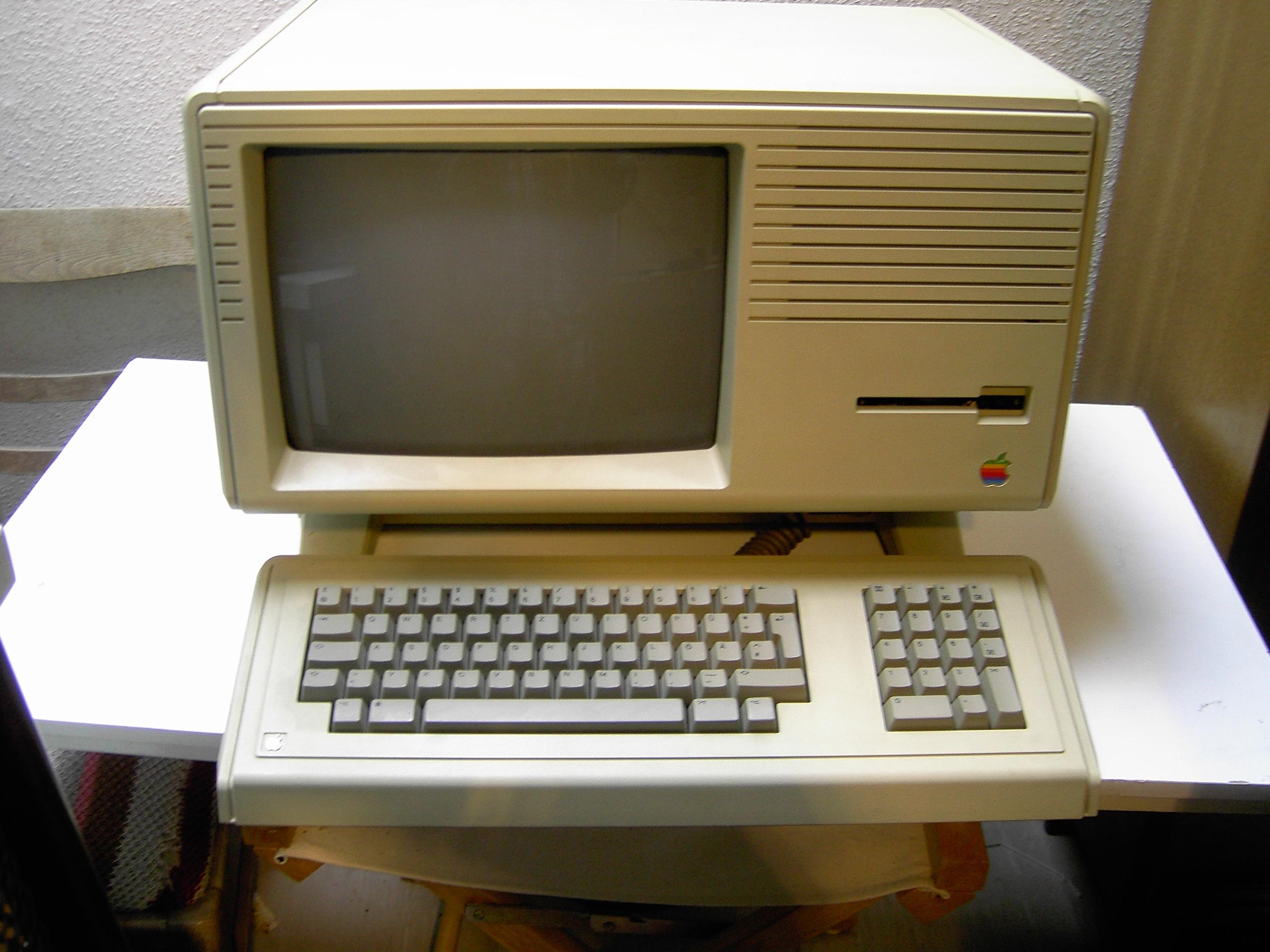 Apple празнува 30 години от пускането на първия Macintosh (ВИДЕО)