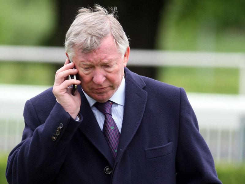 Пиян фен на Юнайтед звъни в полицията, за да говори със Сър Алекс (АУДИО)