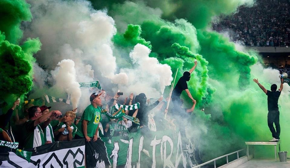 Най-лудите футболни фенове на 2013 (ВИДЕО)