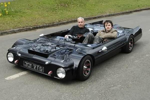 19-инчов автомобил, висок и снажен като табуретка (СНИМКИ + ВИДЕО)