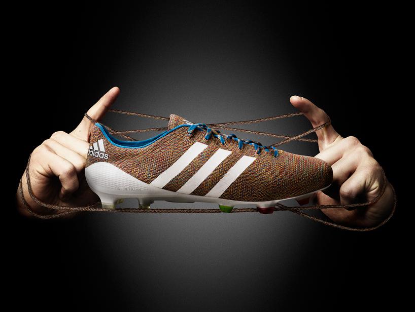 Първата в света плетена футболна обувка (СНИМКИ)