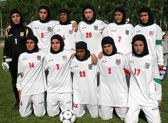 Четири футболистки от националния на Иран се оказаха мъже
