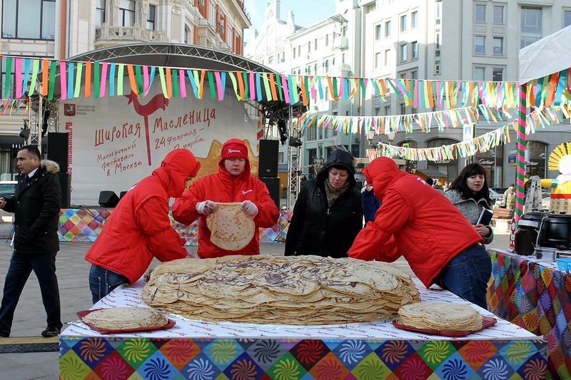 500 кила палачинкова торта (СНИМКИ)
