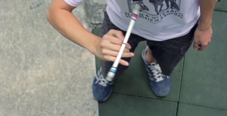 Азиатци жонглират с молив та пушек се вдига (ВИДЕО)