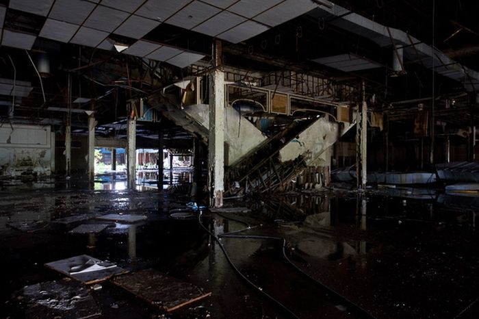 abandoned_malls_51
