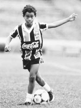 ronaldinho-as-child-15396818__MBHF