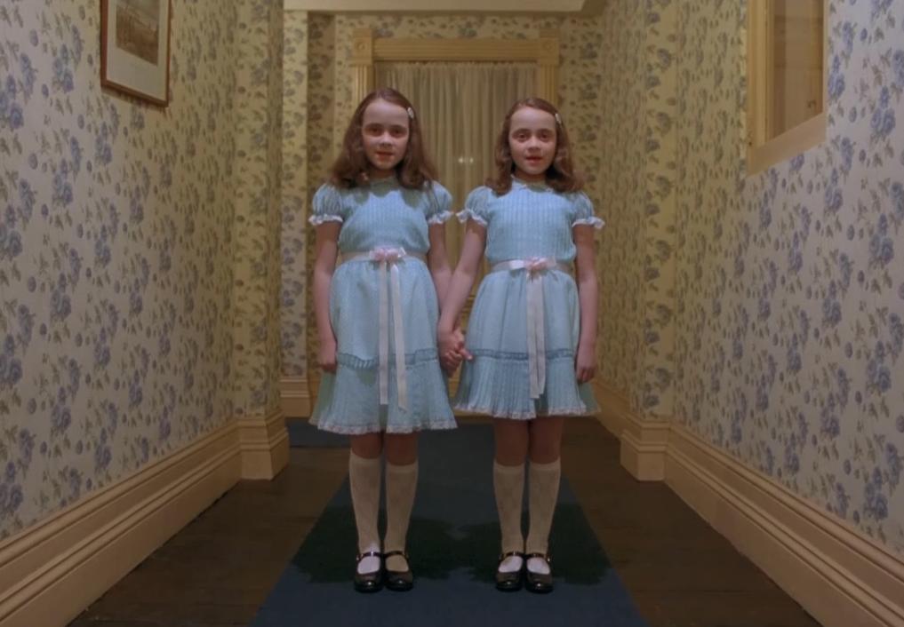 """Виж как изглеждат страшните близначки от """"Сиянието"""" в наши дни"""