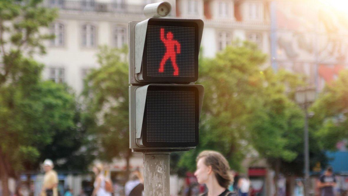 Светофарът, който танцува по-добре от теб (ВИДЕО)