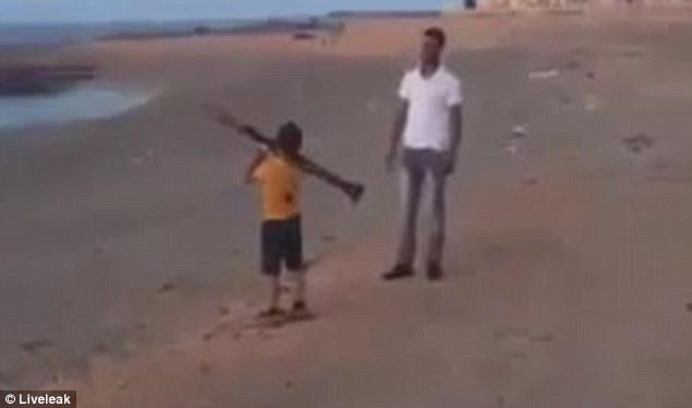 В Либия станеш ли на 8 г. ти подаряват гранатомет (ВИДЕО)