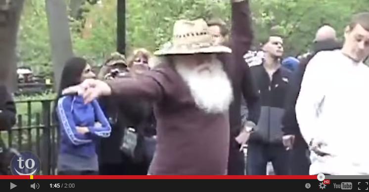 Старците да ти покажат как се танцува и празнува (ВИДЕО)