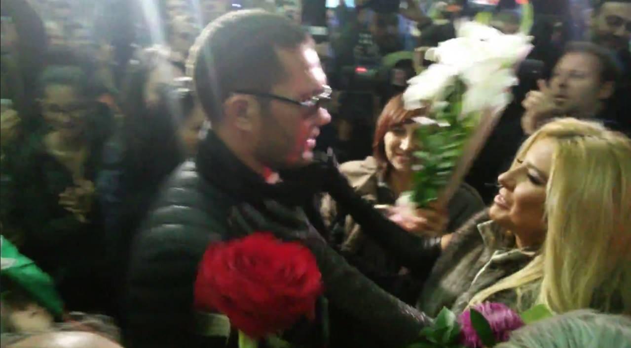 Защо Кобрата отказа да целуне Андреа на летището? (ВИДЕО)