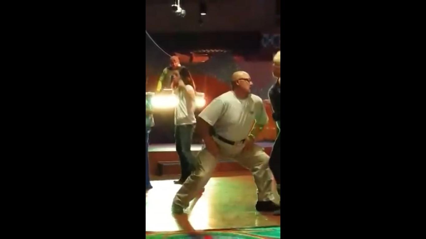 Можеш ли да танцуваш като тоя чичак, брато (ВИДЕО)