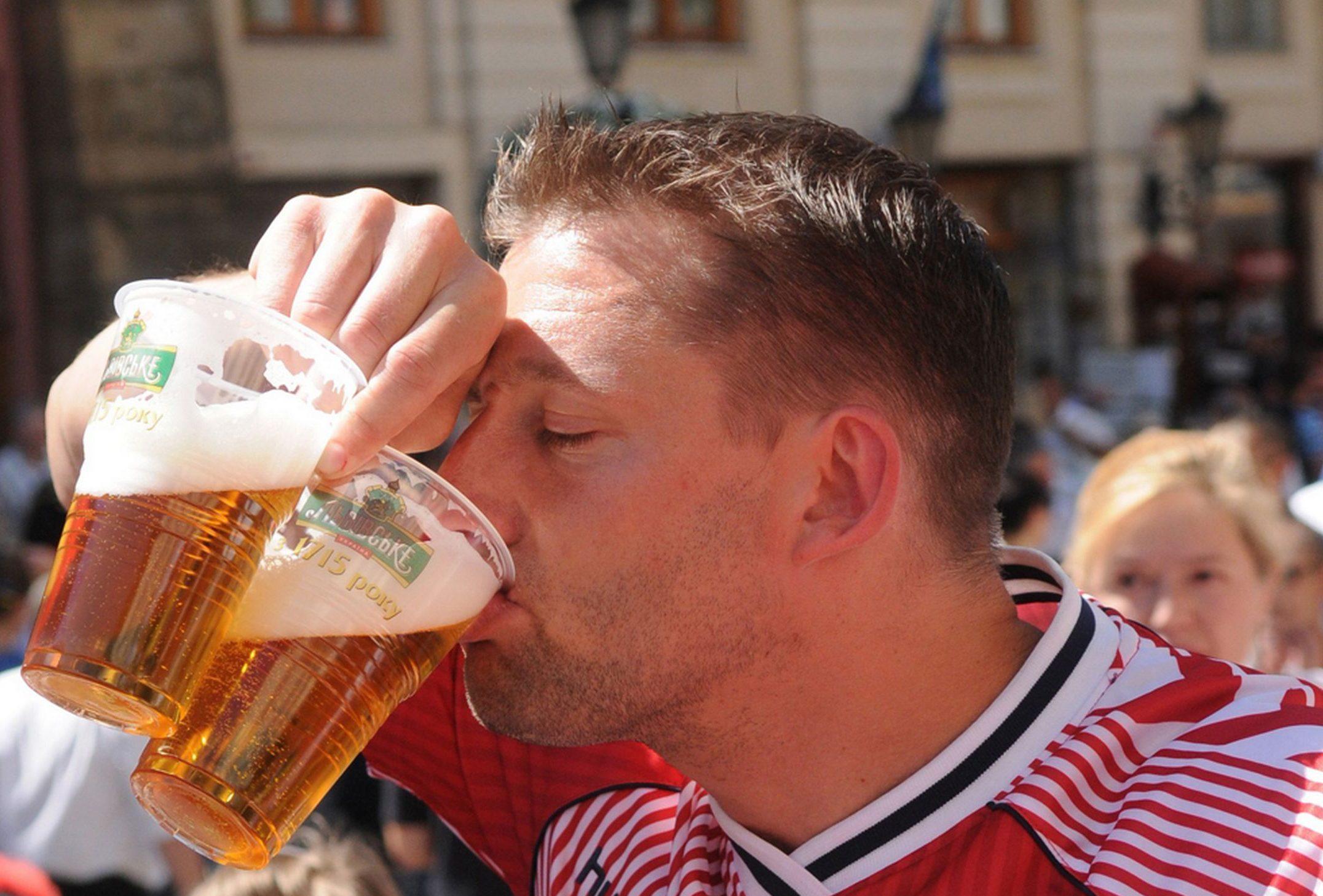 Специалисти съветват: Пийте по две бири на полувреме на мондиала