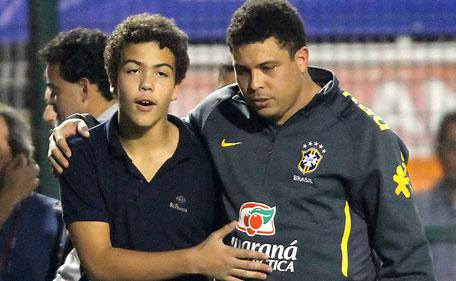 14-годишният син на Роналдо забива учителка в дискотека (СНИМКИ)