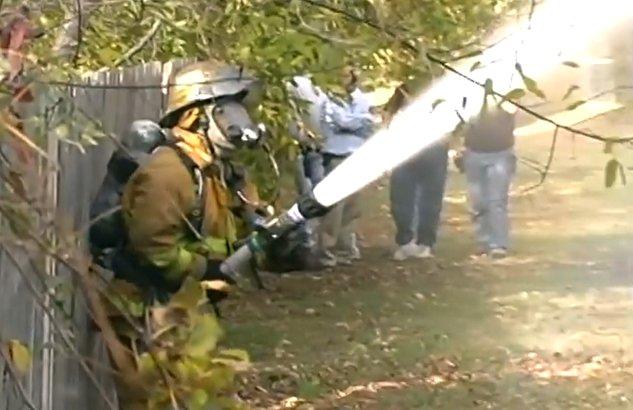 Да не се налага този пожарникар да ти гаси къщата (ВИДЕО)