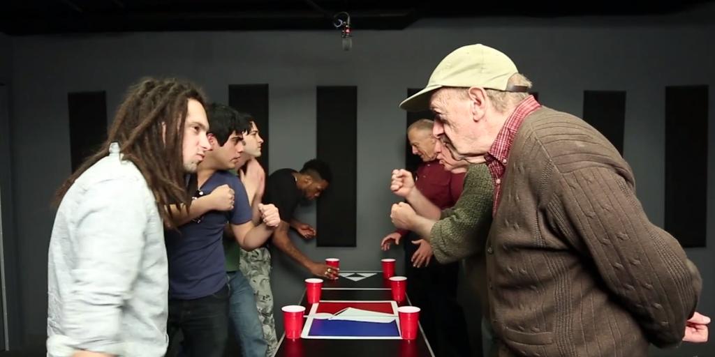 Пенсионери бият младежи на бир-понг и други алкохолни игри (ВИДЕО)
