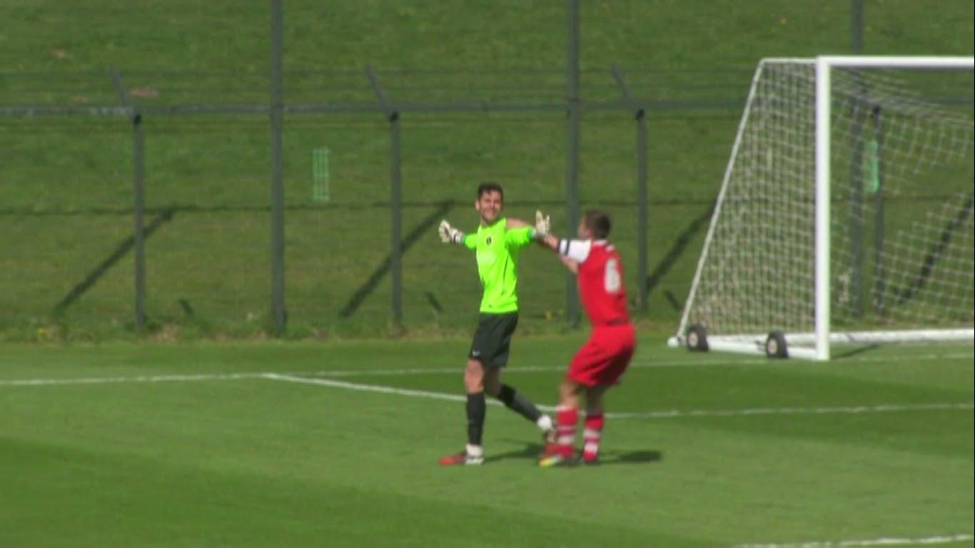 Български вратар вкара от 80 метра в Англия (ВИДЕО)