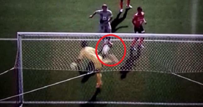 Японски вратар спасява като скорпион (ВИДЕО)