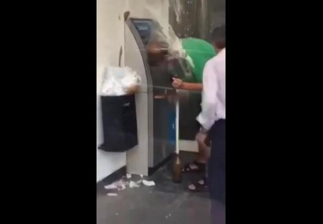 Бира удави пияндурник пред банкомат (ВИДЕО)