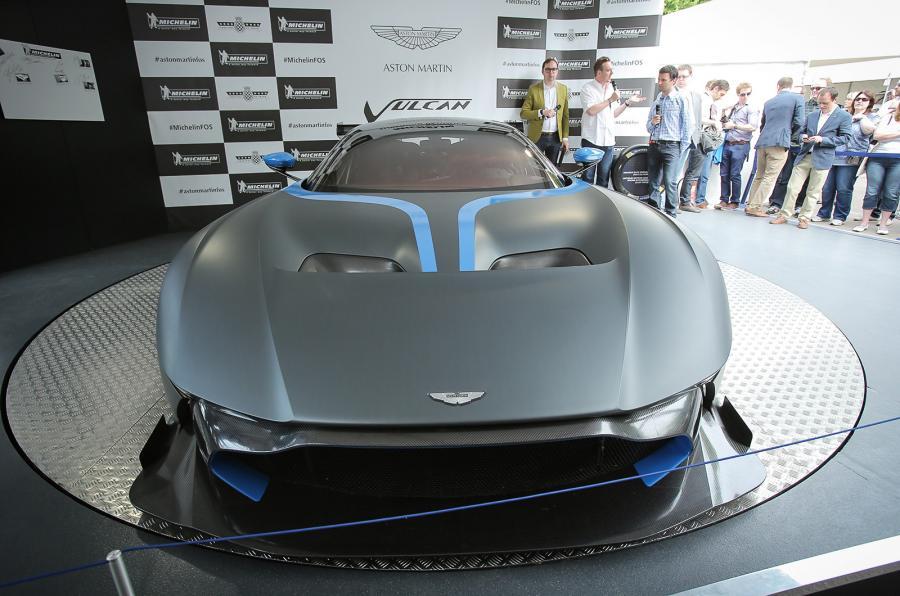 Този Aston Martin Vulcan струва колкото Георги Миланов (ВИДЕО)