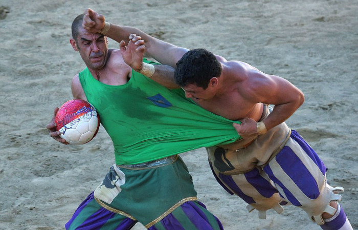 historic_football_match_03