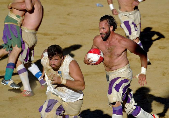 historic_football_match_04