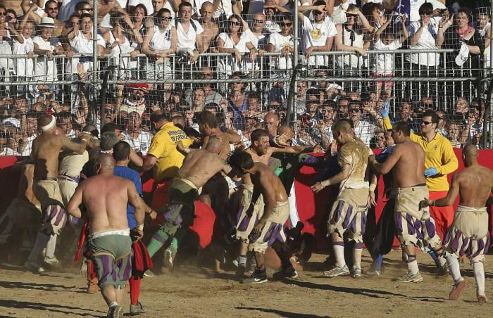 historic_football_match_13