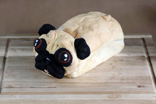Извратено: хляб с формата на мопс