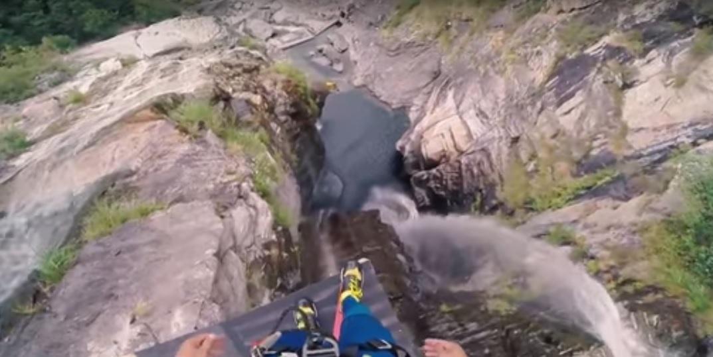Ужасяващ скок във вода от 59 метра (ВИДЕО)