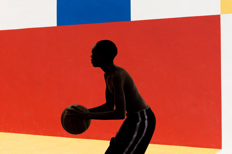 pigalle-creates-a-colorful-basketball-court-between-paris-apartments-06_nt2p4h