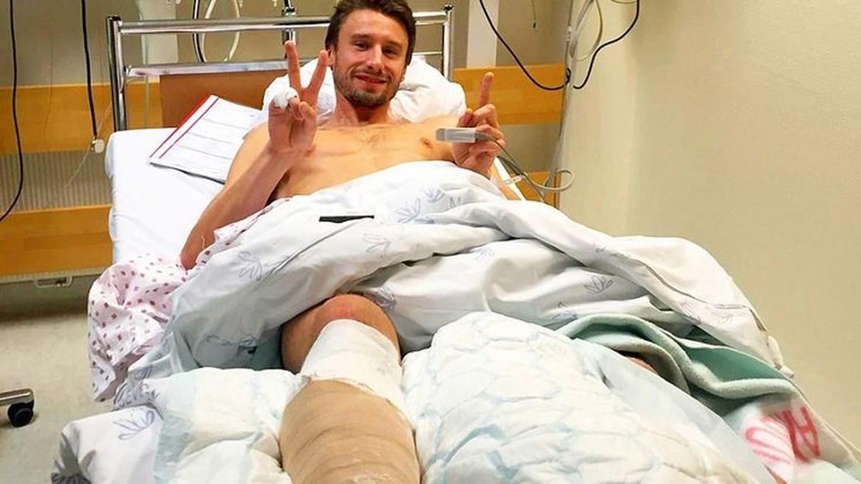 Футболист счупи крака на друг, оказа се доктор и се превърна в герой
