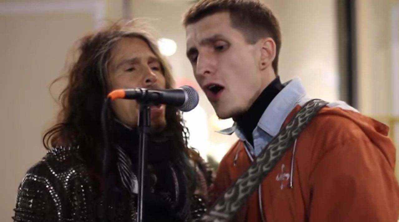 Стивън Тейлър от Aerosmith направи дует с уличен музикант (ВИДЕО)