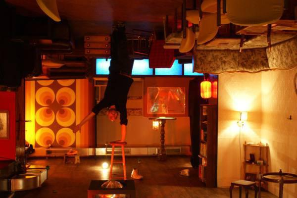 this-strange-berlin-bar-decor-will-make-you-feel-drunk-without-alcohol-10-photos-6