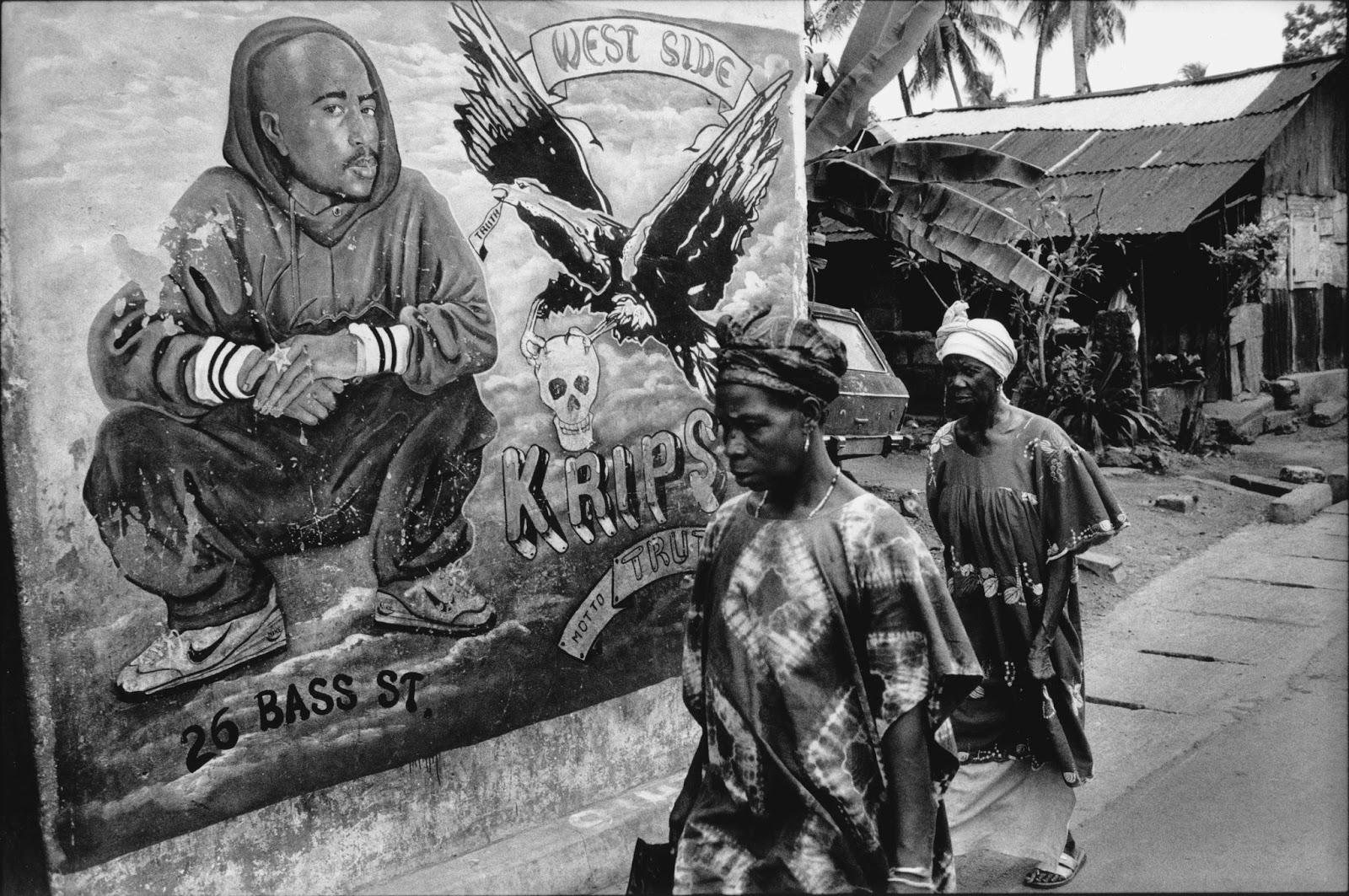 Уникални графити, посветени на Тупак (СНИМКИ)