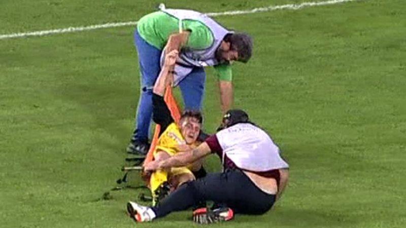 Няма такъв смях! Лекари контузиха играч и тимът му загуби с 1:2 (ВИДЕО)