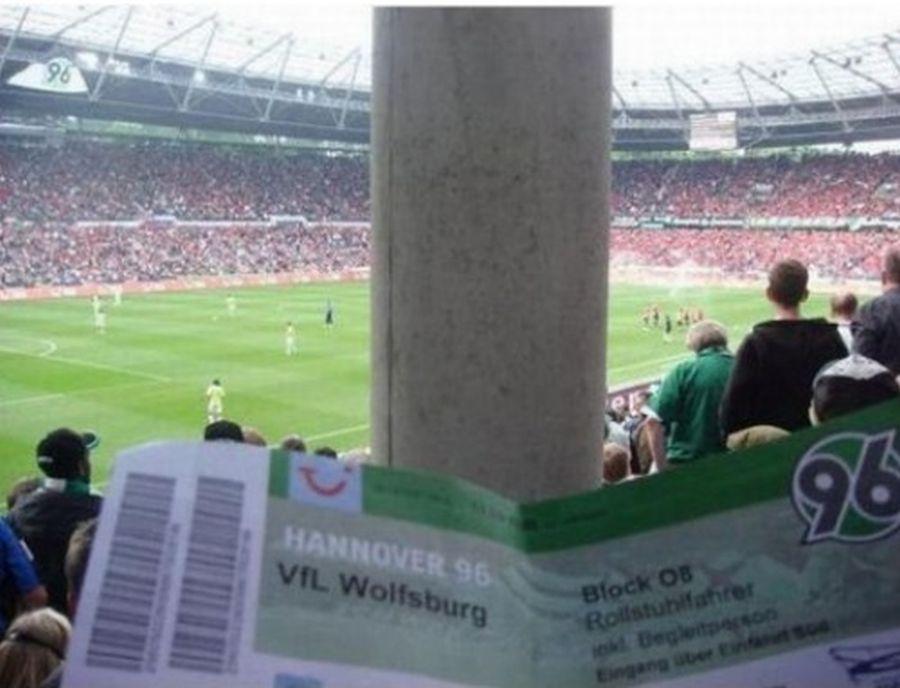 Плащаш 150 лева, за да гледаш бетон на някои от най-големите стадиони в света (СНИМКИ)