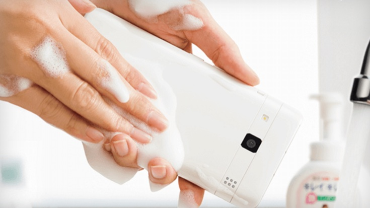 Създадоха телефон, който миеш със сапун и вода (ВИДЕО)