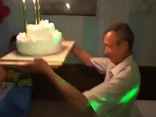Как не се поднася сватбена торта (ВИДЕО УРОК)