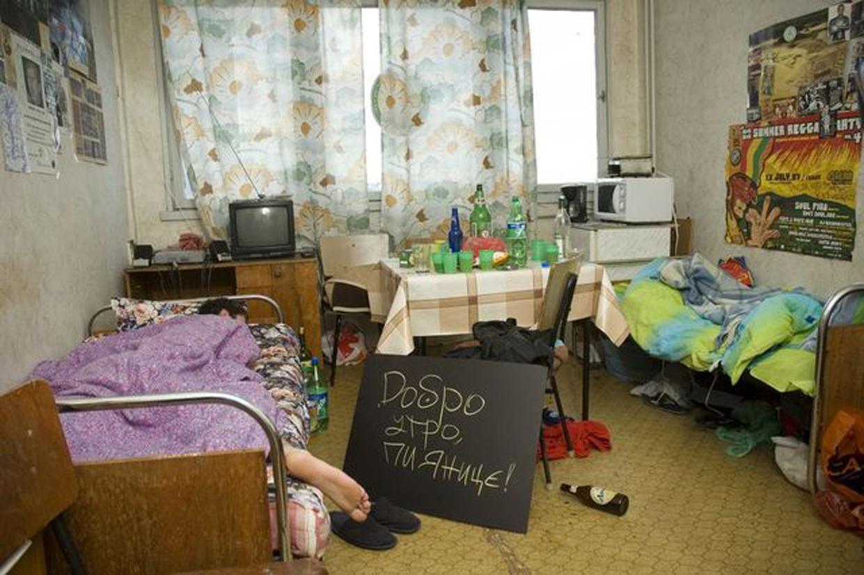 Чарът да живееш в студентско общежитие (БРУТАЛНИ СНИМКИ)