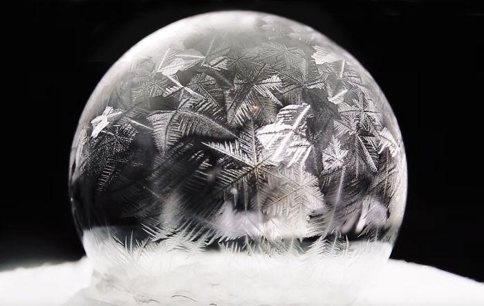 Сапунени мехурчета замръзват при -15 градуса (СНИМКИ)