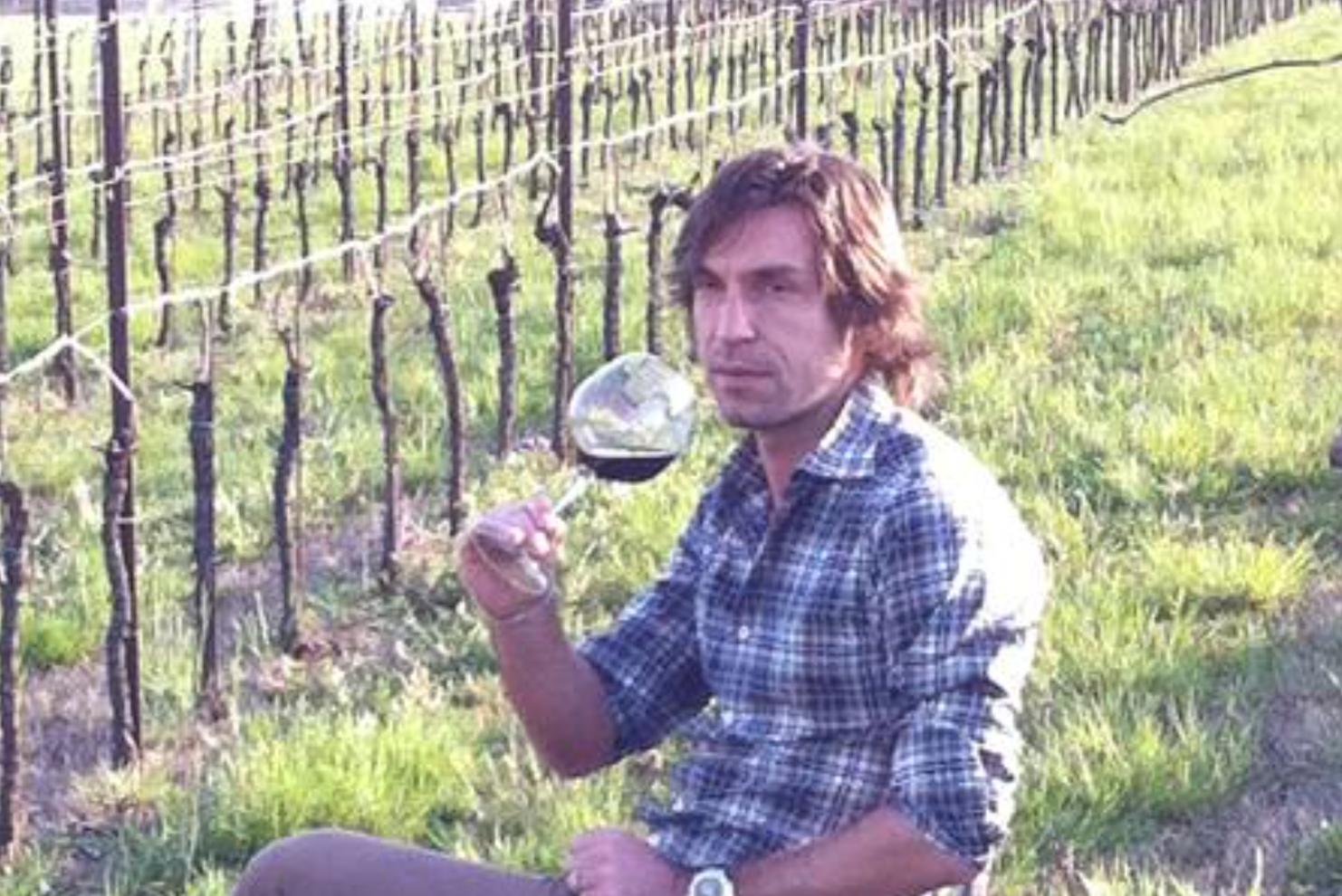 Андреа Пирло произвежда вино, бивш играч на Арсенал пече торти