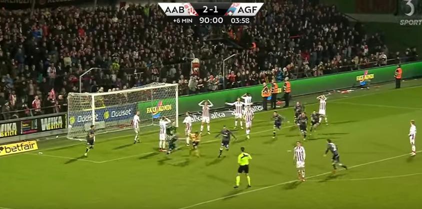 Вратар вкара гол в 90-ата минута, спаси отбора си от загуба (ВИДЕО)