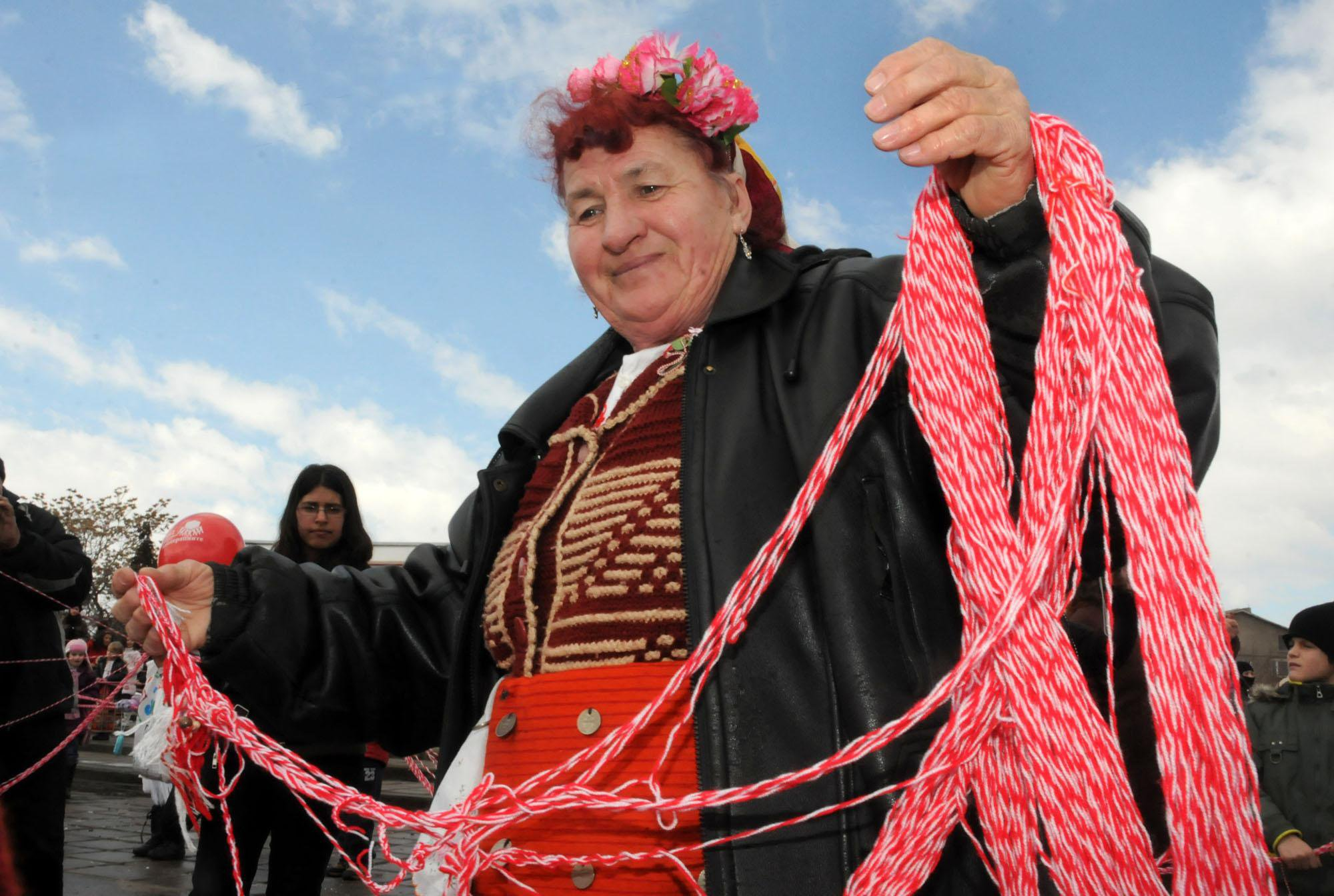 Легендата за мартеницата или как бяло-червената нишка свързва българите