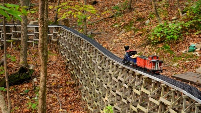 Миниатюрната ЖП атракция в горите на Бостън
